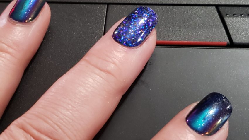 pretty, sparkly blue nails