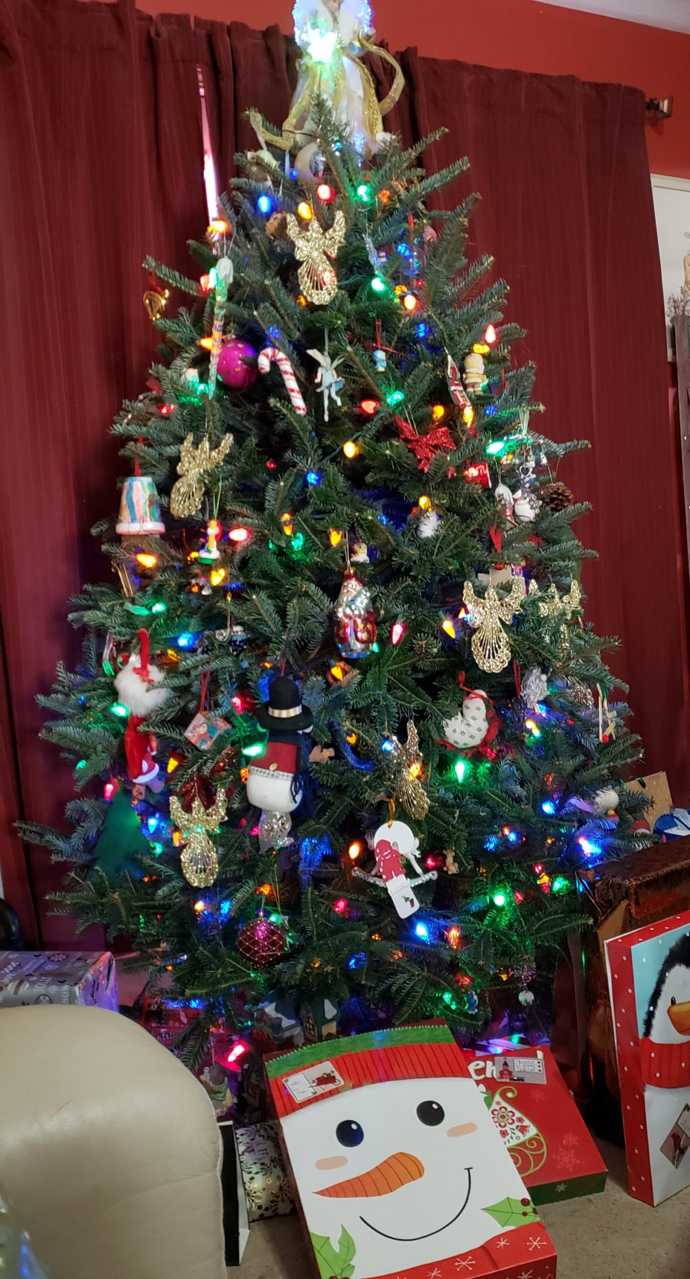 Pic of Christmas tree with gifts